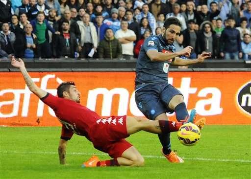 El Nápoles empata 3-3 en casa ante el Cagliari y se aleja de los dos de arriba, Juventus de Turín y AS Roma. Foto: AP en español