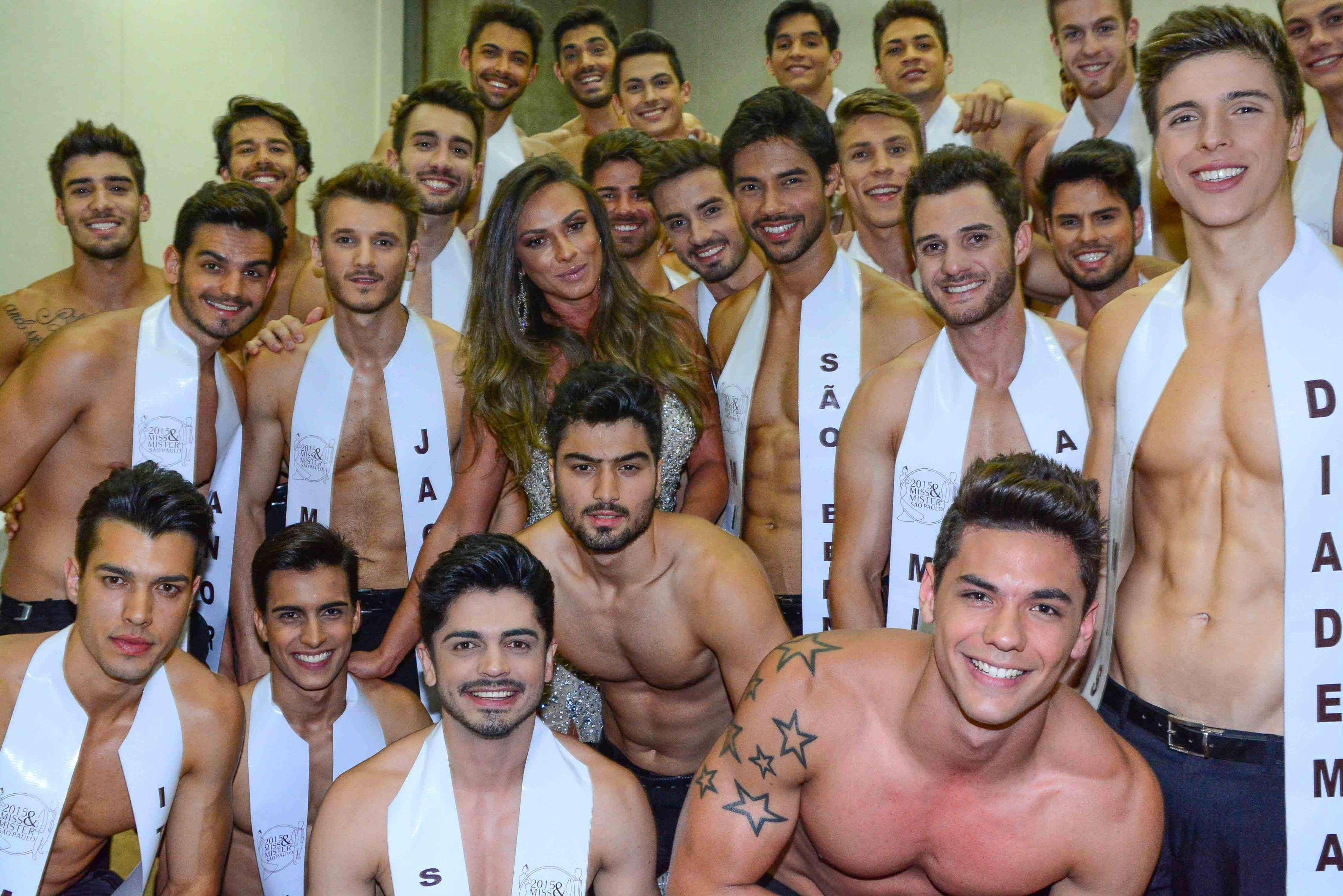Nicole Bahls fez sucesso com os concorrentes do concurso Mister Mundo 2015, que aconteceu na noite de sábado (23), em São Paulo. A apresentadora do programa 'Pânico' foi uma das juradas do evento Foto: Leo Franco/AgNews