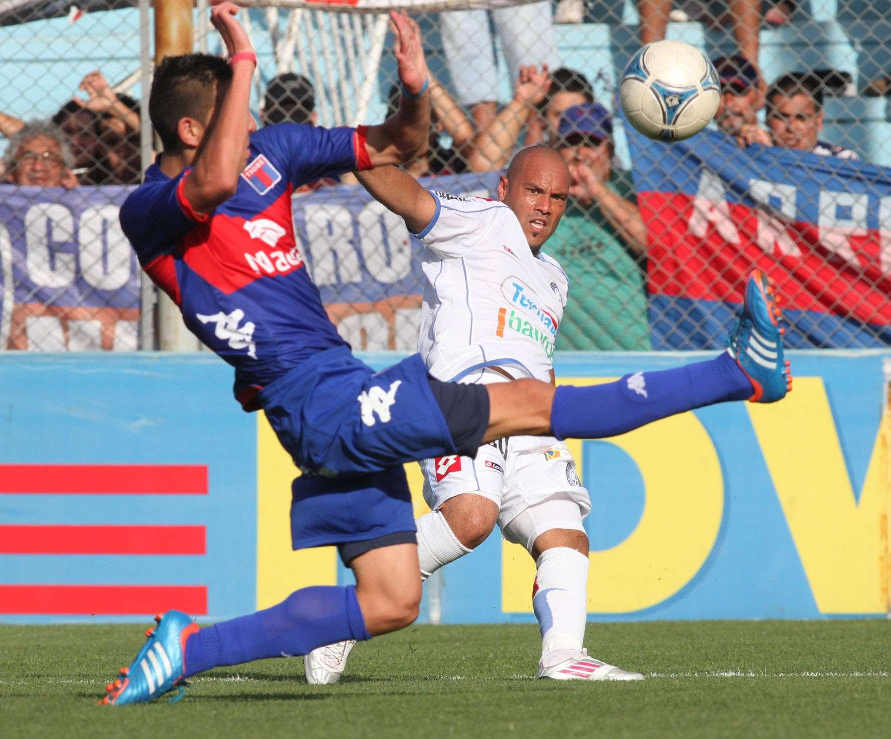 Belgrano y Tigre, en un duelo para recuperar la confianza Foto: NA