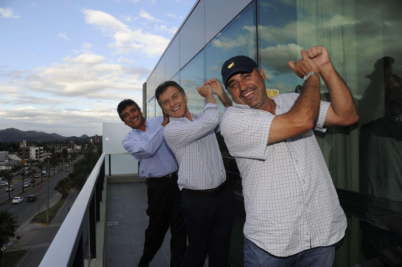 "Mauricio Macri, se reunió con los golfistas Eduardo ""Gato"" Romero, Ángel ""Pato"" Cabrera. Foto: NA"