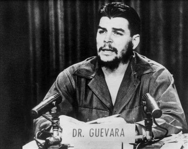 """Fotografía de archivo de Ernesto """"Che"""" Guevara durante un discurso. Foto: EFE/Archivo"""