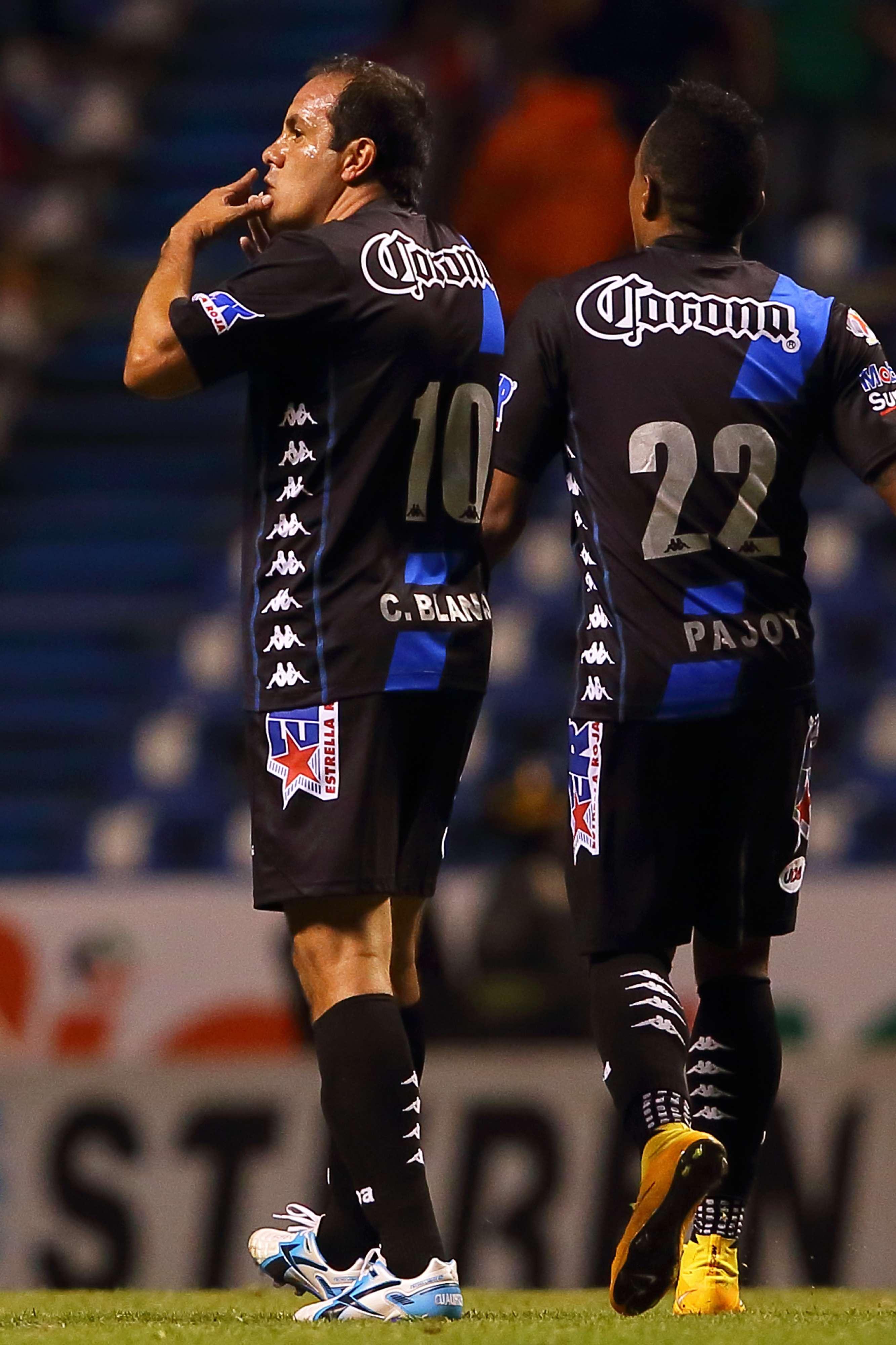 Cuauhtémoc Blanco de penal puso el definitivo 3-3 entre Santos y Puebla. Foto: Mexsport