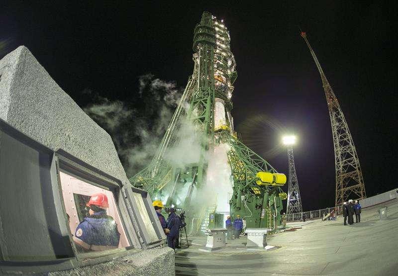 El cohete Soyuz TMA-15M despega desde el cosmódromo de Baikonur, en Kazajstán. Foto: EFE en español