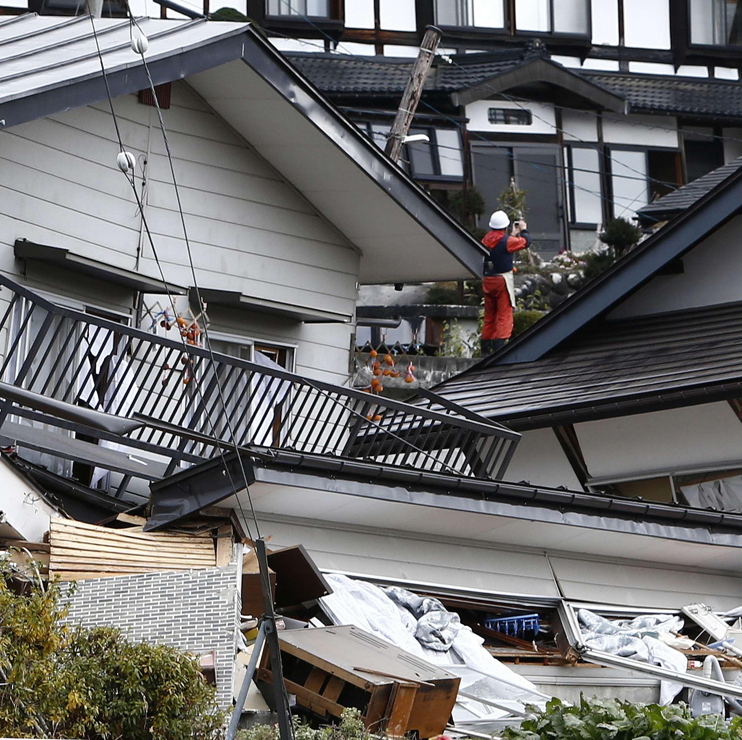Terremoto de 6,7 graus na escala Richter atingiu a cidade de Nagano (centro do Japão) e provocou a queda de dezena de casas Foto: JIJI PRESS /AFP