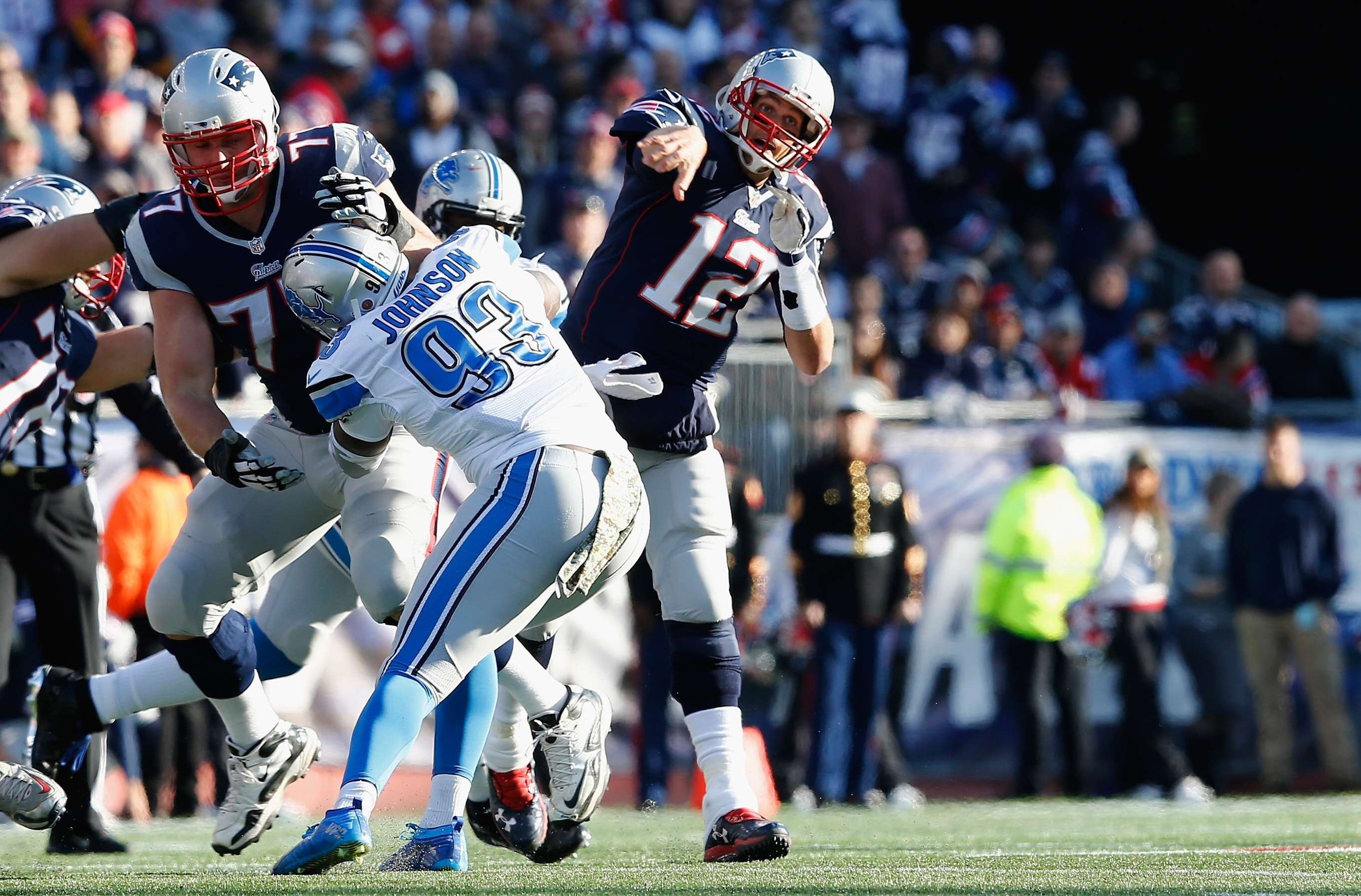 Tom Brady lanzó dos pases de anotación, en el triunfo de Patriots 34-9 sobre Lions. Foto: Getty Images