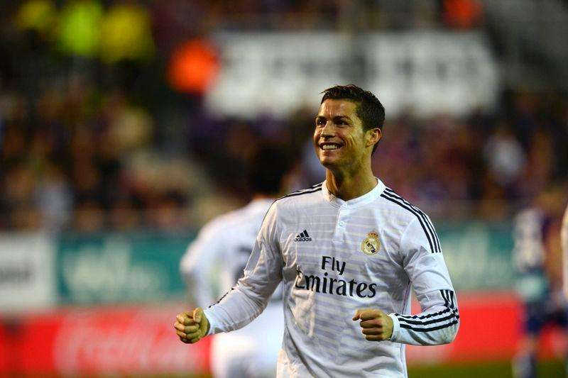 Real Madrid's Cristiano Ronaldo celebrates a goal during their Spanish first division soccer match against Eibar at Ipurua stadium in Eibar November 22, 2014. Foto: Joseba Etxaburu/Reuters