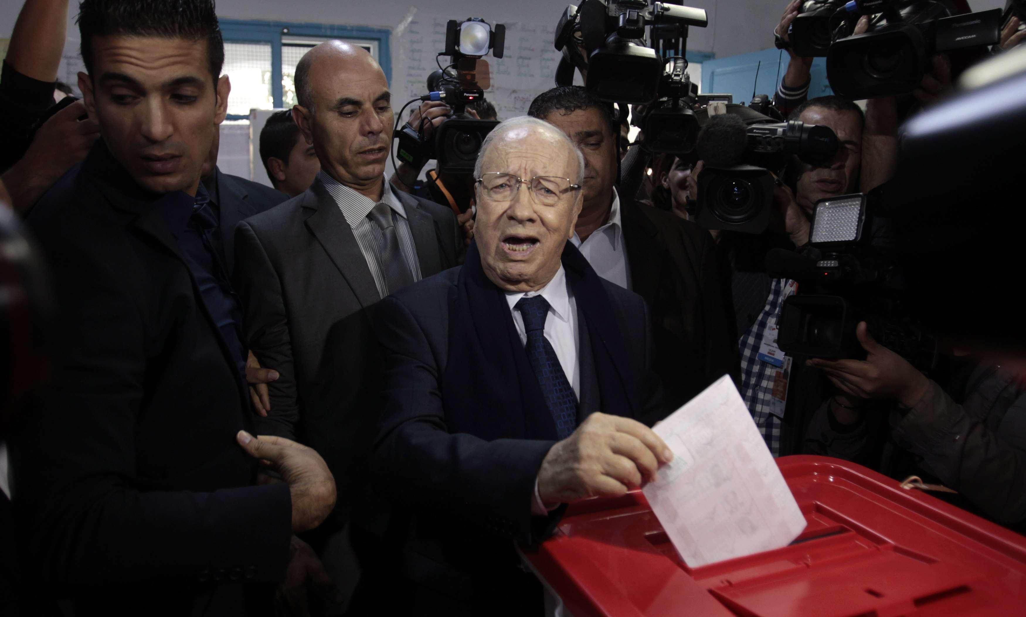 Beji Caid Essebsi, que é o favorito para vencer, vota para eleições presidenciais Foto: Zoubeir Souissi/Reuters