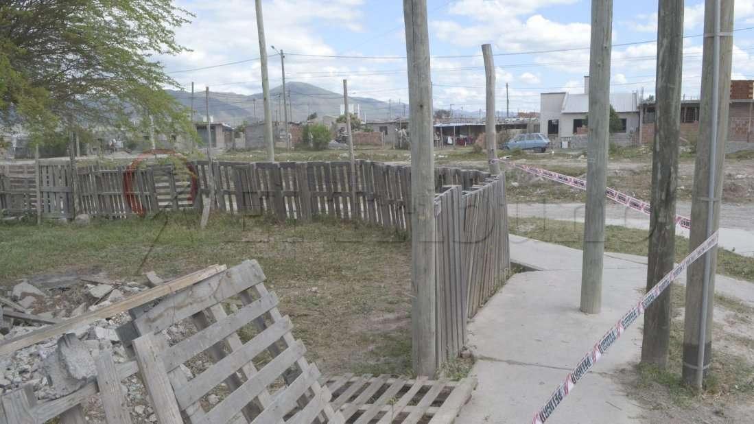 La víctima fue hallada en un descampado del barrio Solidaridad, de la capital de Salta. Foto: Diario El Tribuno, de Salta