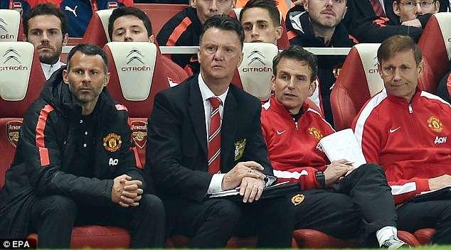 La banca del United, durante el partido ante el Arsenal en Premier League Foto: EPA