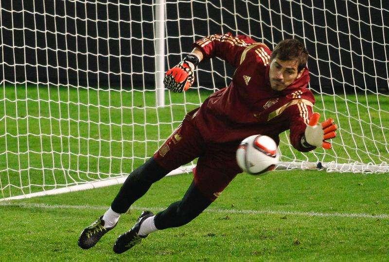 Goleiro da seleção espanhola Iker Casillas durante treino em Vigo. 17/11/2014 Foto: Miguel Vidal/Reuters