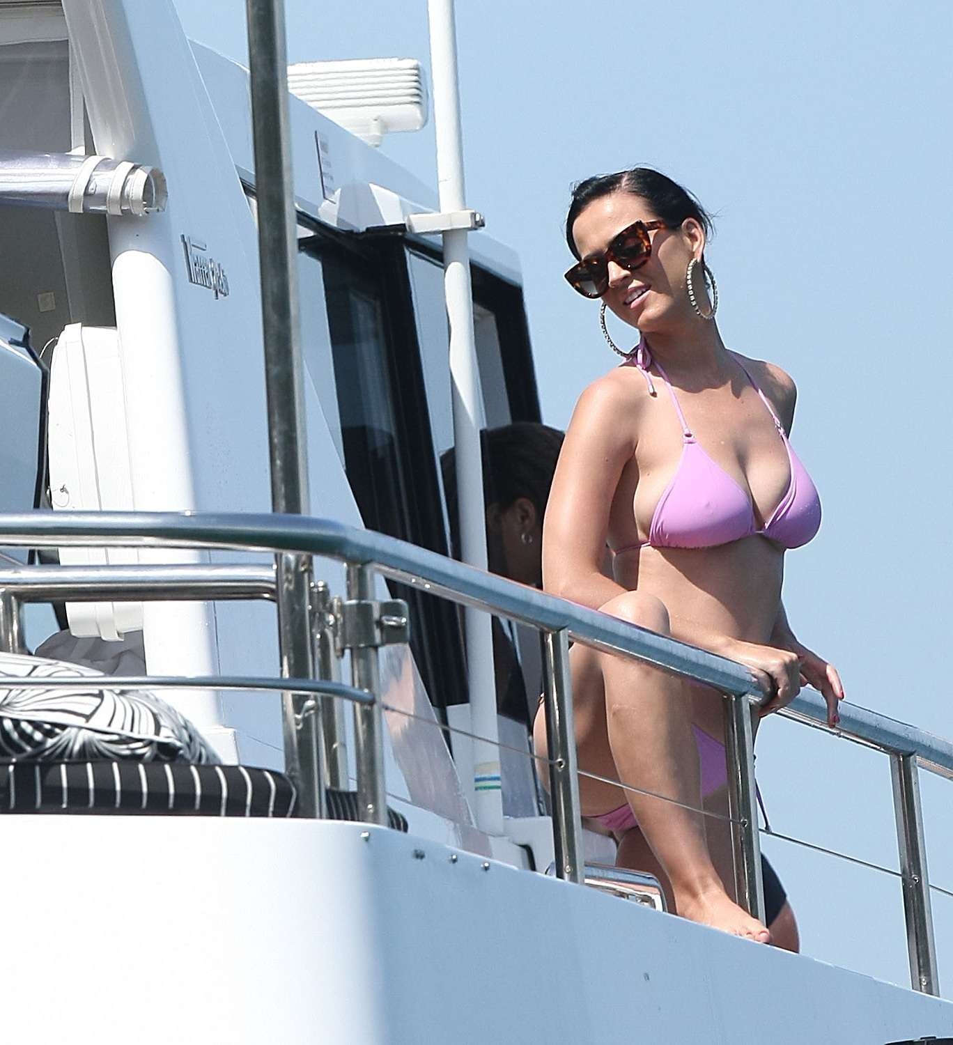 Katy Perry tomou sorvete, pulou no mar e dançou o twerk em iate Foto: The Grosby Group