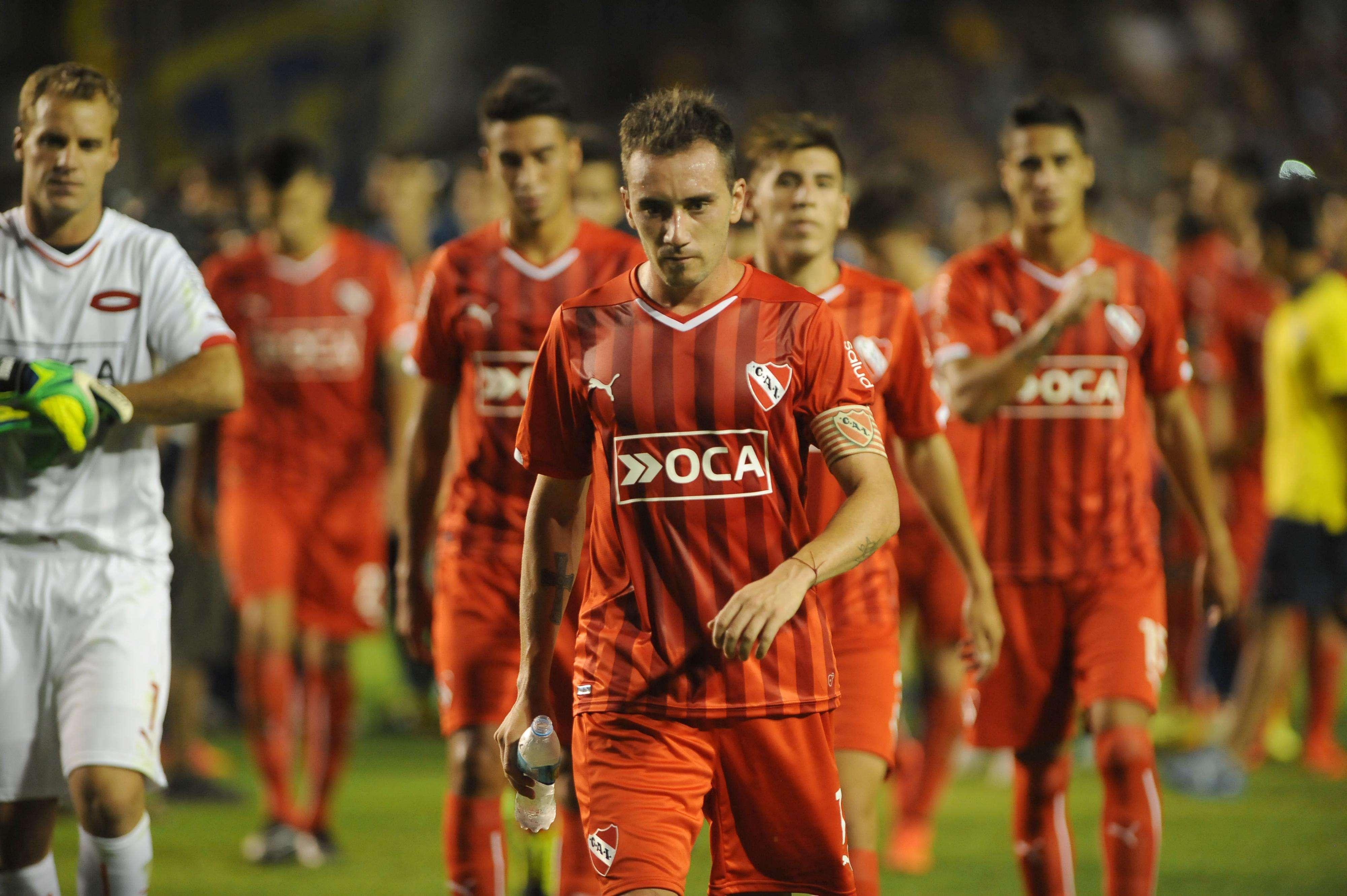 Mancuello y sus compañeros se retiran del campo de juego tras perder ante Boca. Foto: Noticias Argentinas