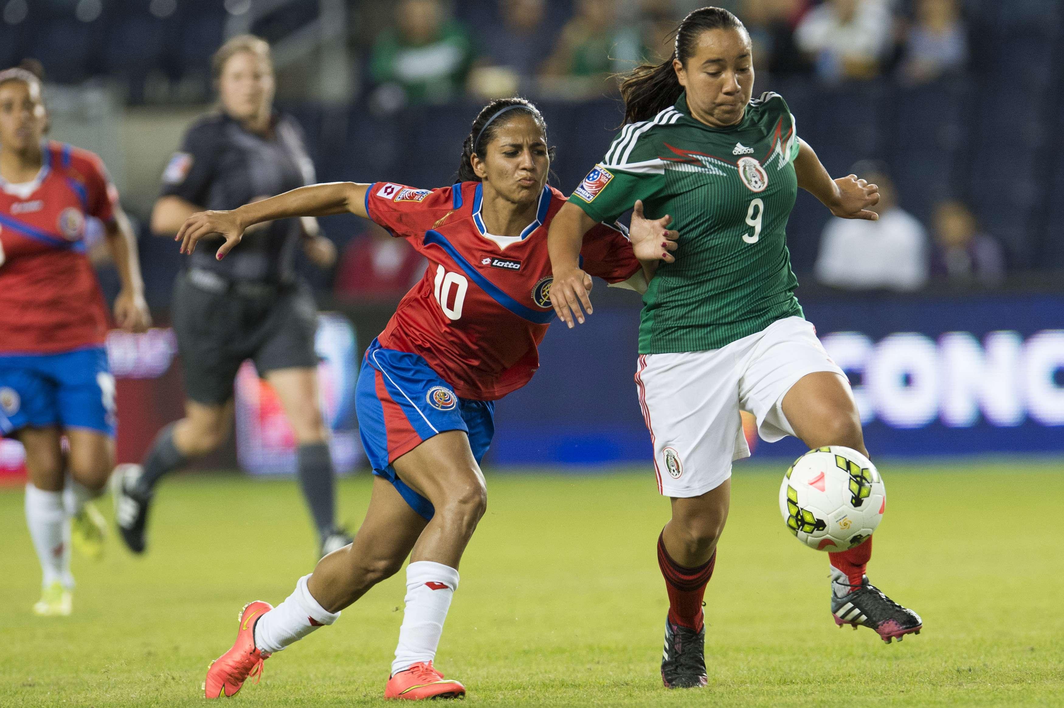 Charlyn Corral es la figura de México en el futbol femenil de los Centroamericanos 2014. Foto: Mexsport