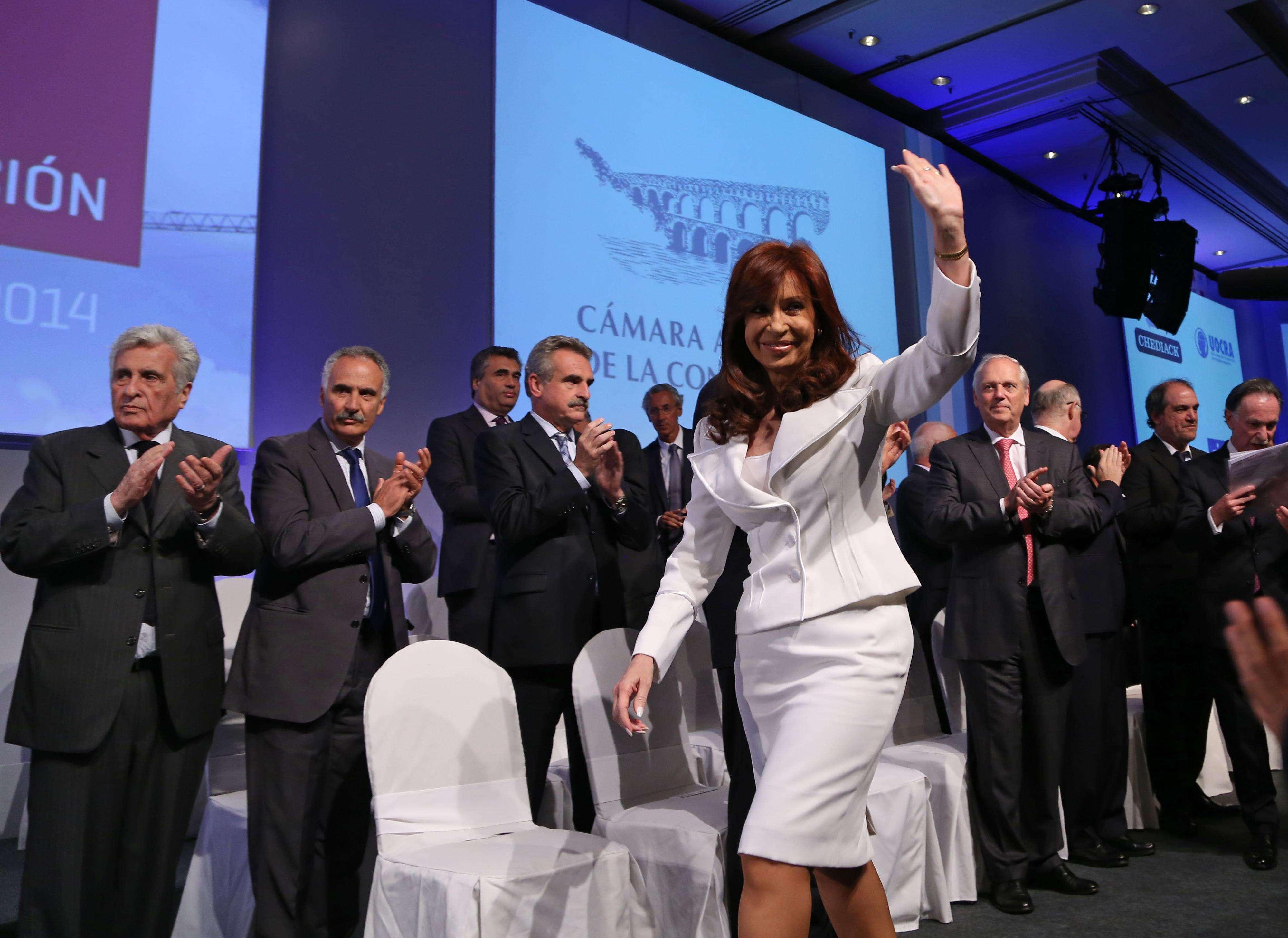 Cristina saluda durante la Convención Anual de la Cámara de la Construcción. Foto: Noticias Argentinas