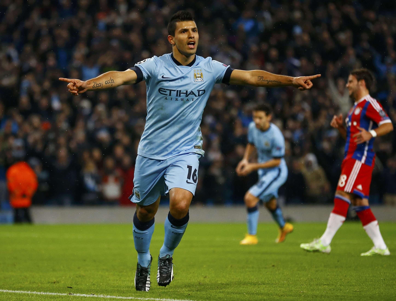 Sergio Aguero fez o primeiro gol da partida, de pênalti Foto: Darren Staples/Reuters
