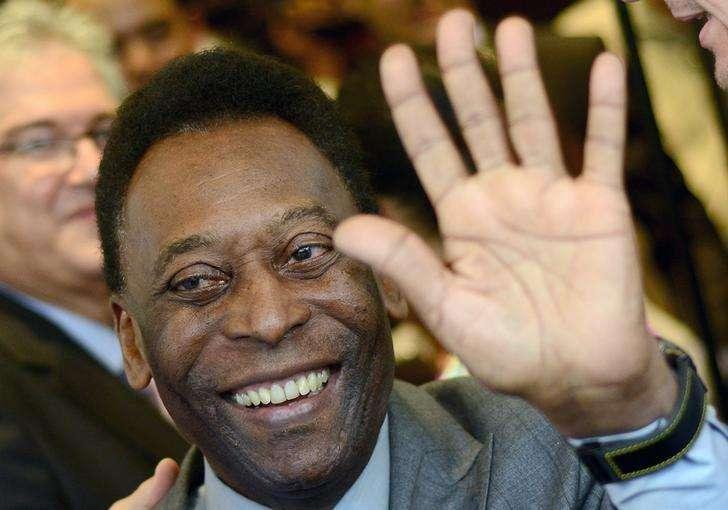 O ex-jogador de futebol Pelé acena durante um evento no Rio de Janeiro em fevereiro. 05/02/2014 Foto: Lucas Landau/Reuters
