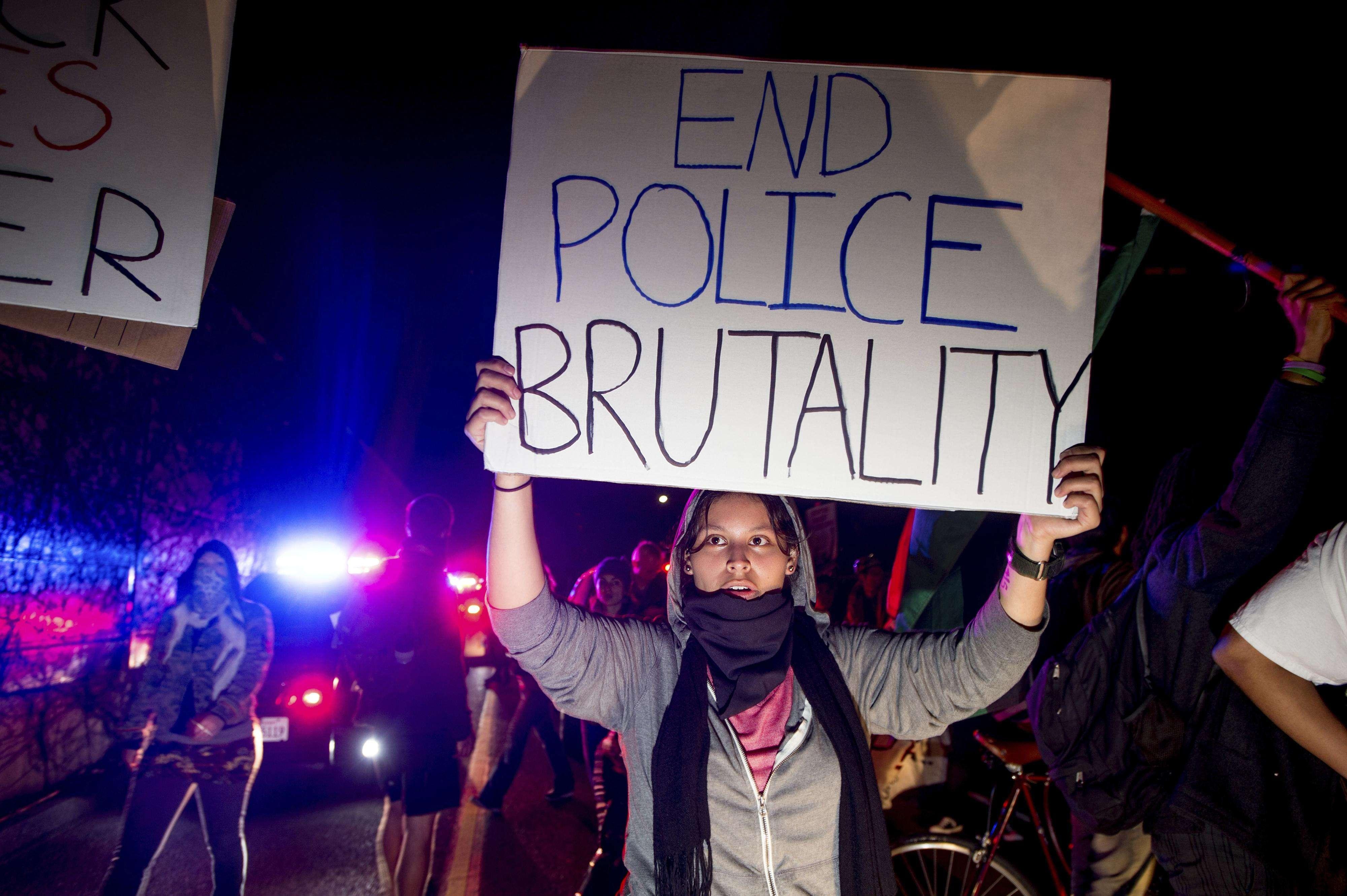 Protestas contra el abuso policial en Oakland, California, este lunes 24 de noviembre del 2014. Foto: AP en español