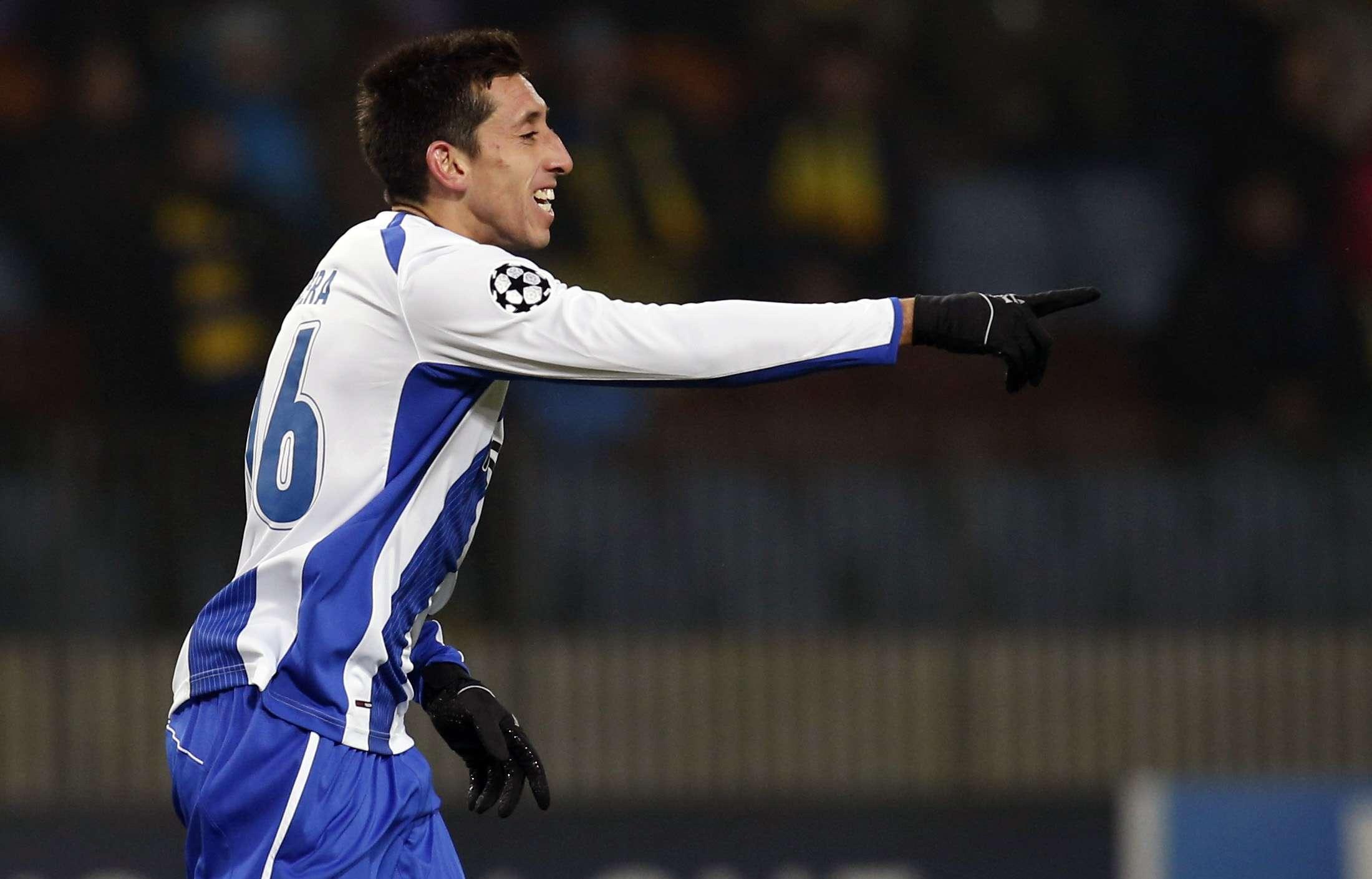 Hector Herrera comemora seu gol pelo Porto Foto: Vasily Fedosenko/Reuters