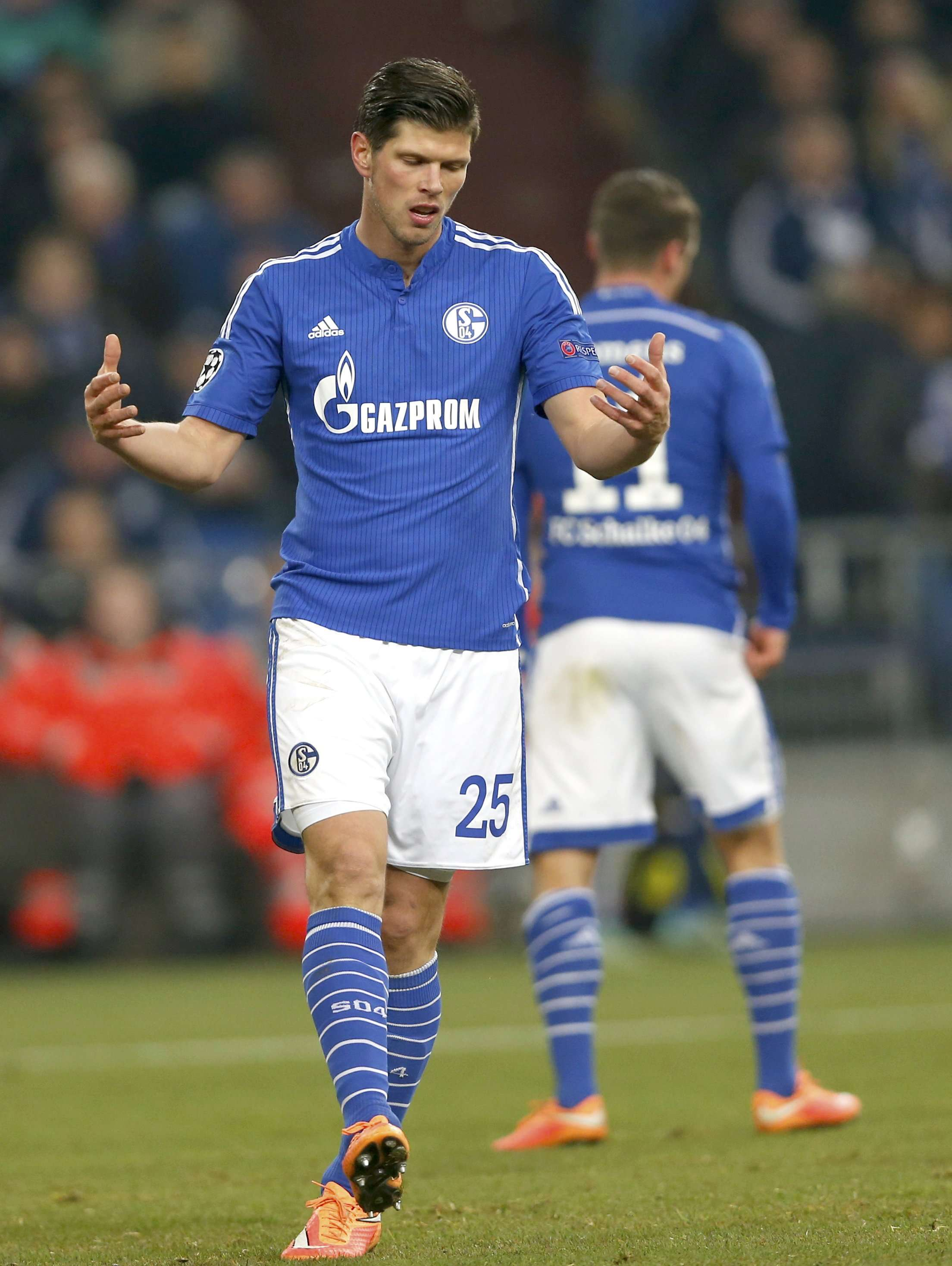 Schalke 04's Klaas-Jan Huntelaar reacts during the Champions League group G soccer match against Chelsea in Gelsenkirchen November 25, 2014. REUTERS/Wolfgang Rattay (GERMANY - Tags: SPORT SOCCER) Foto: WOLFGANG RATTAY/REUTERS