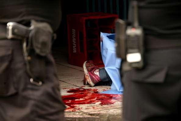 El Salvador tiene una tasa de 41.2 homicidios por cada 100,000 habitantes, la cuarta más alta en el mundo, debido a la violencia generada por las pandillas Foto: JOHAN ORDONEZ/AFP/Archivo