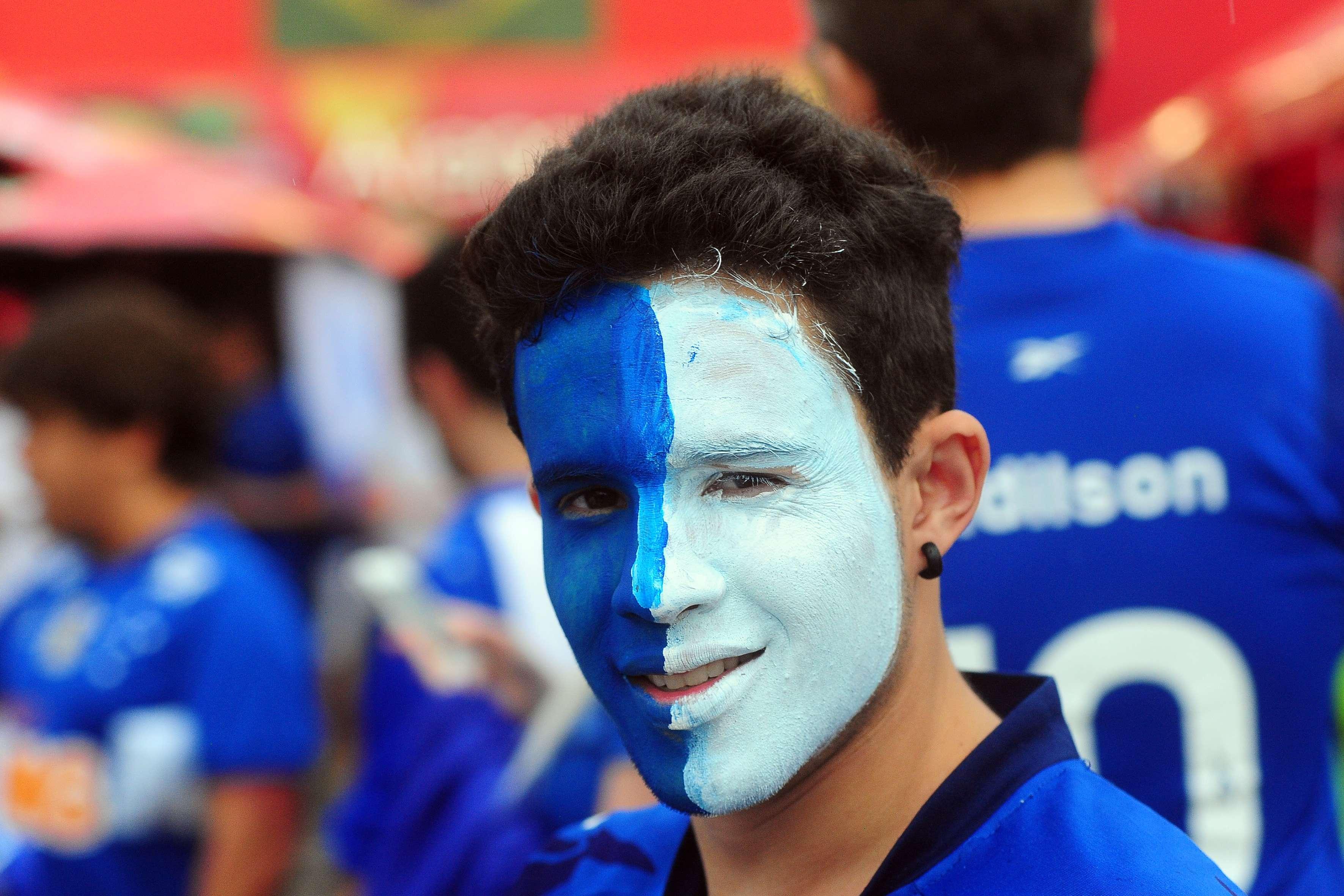 Cruzeirense pintou rosto para acompanhar final Foto: Alan Morici/Frame