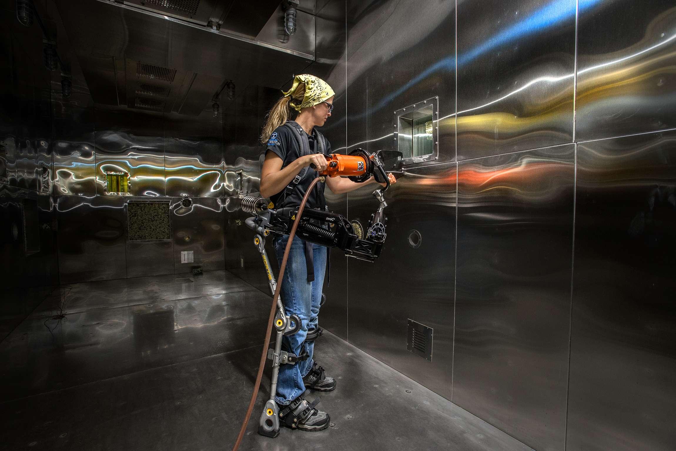 Exoesqueleto Fortis já está sendo usado na indústria naval e aeronaútica Foto: Lockheed Martin/Divulgação