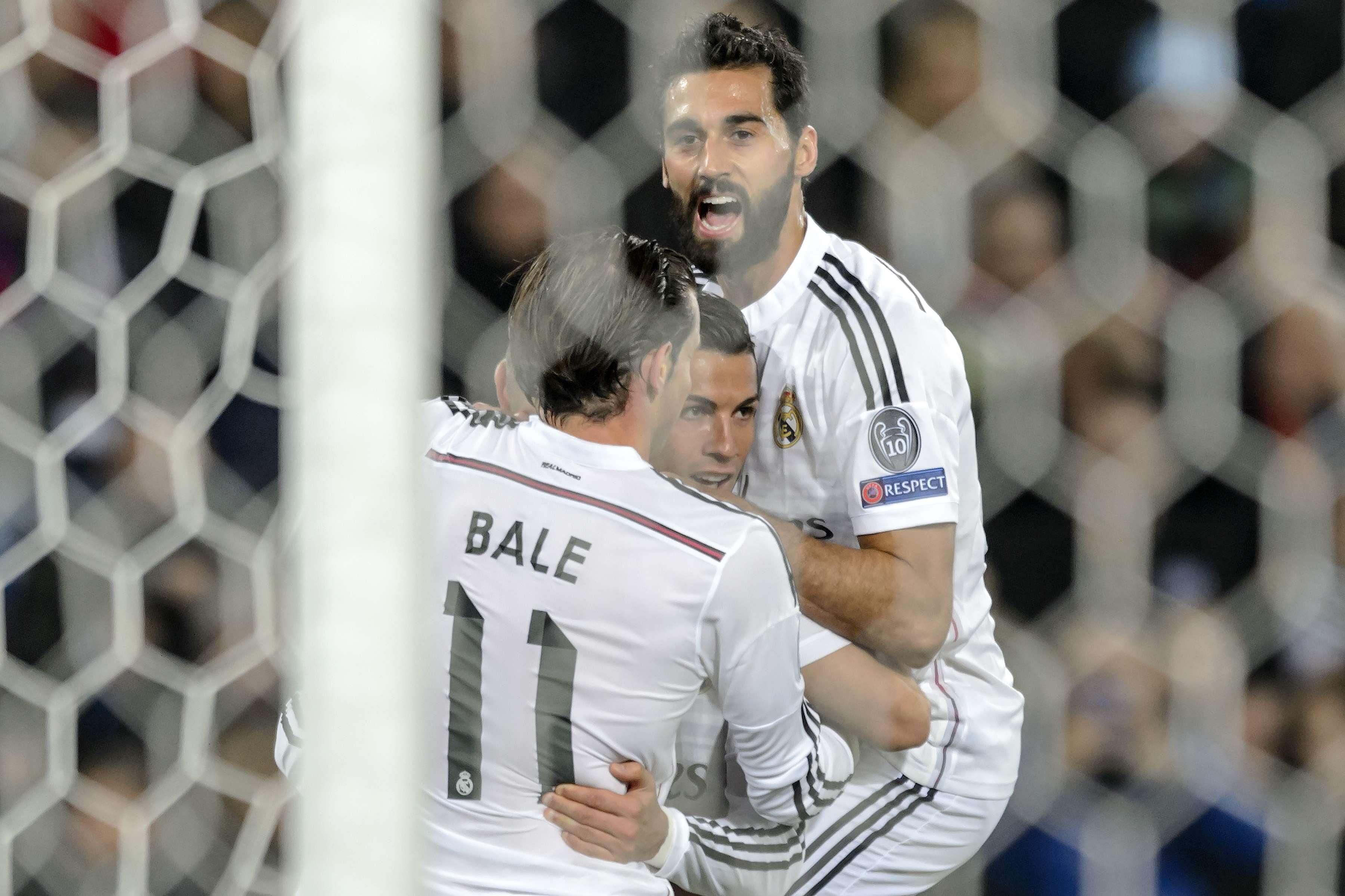 Cristiano es felicitado por sus compañeros. Foto: AFP