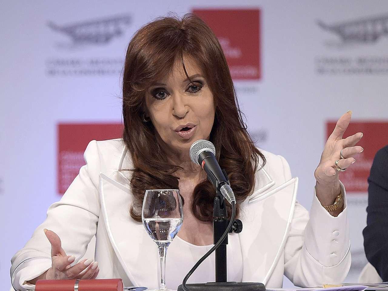Fernández, que concluirá en diciembre de 2015 su segundo y último mandato consecutivo, fue hospitalizada el 2 de noviembre y permaneció una semana ingresada, tras lo cual los médicos le recomendaron reposo. Foto: AFP en español