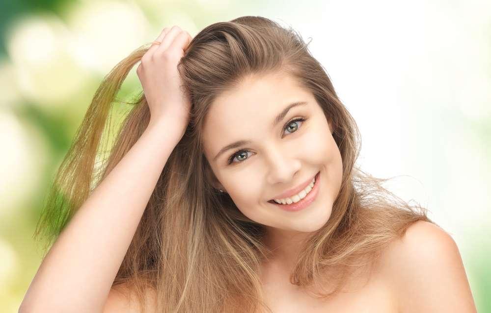 O cuidado com a raiz é essencial para ter um cabelo forte e saudável Foto: Syda Productions/Shutterstock