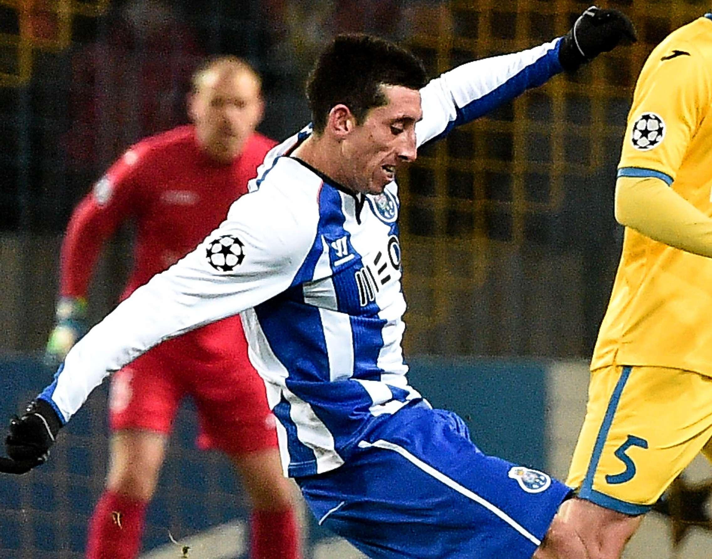 Héctor Herrera marcó un gol y dio dos asistencias en el triunfo de Porto sobre el BATE. Foto: AFP