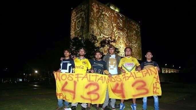Así los aficionados de Pumas y América se unen por el caso Ayotzinapa. Foto: Reforma