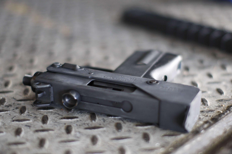 El arma pertenecía a la madre del menor, quien era reservista militar. Foto: Getty Images