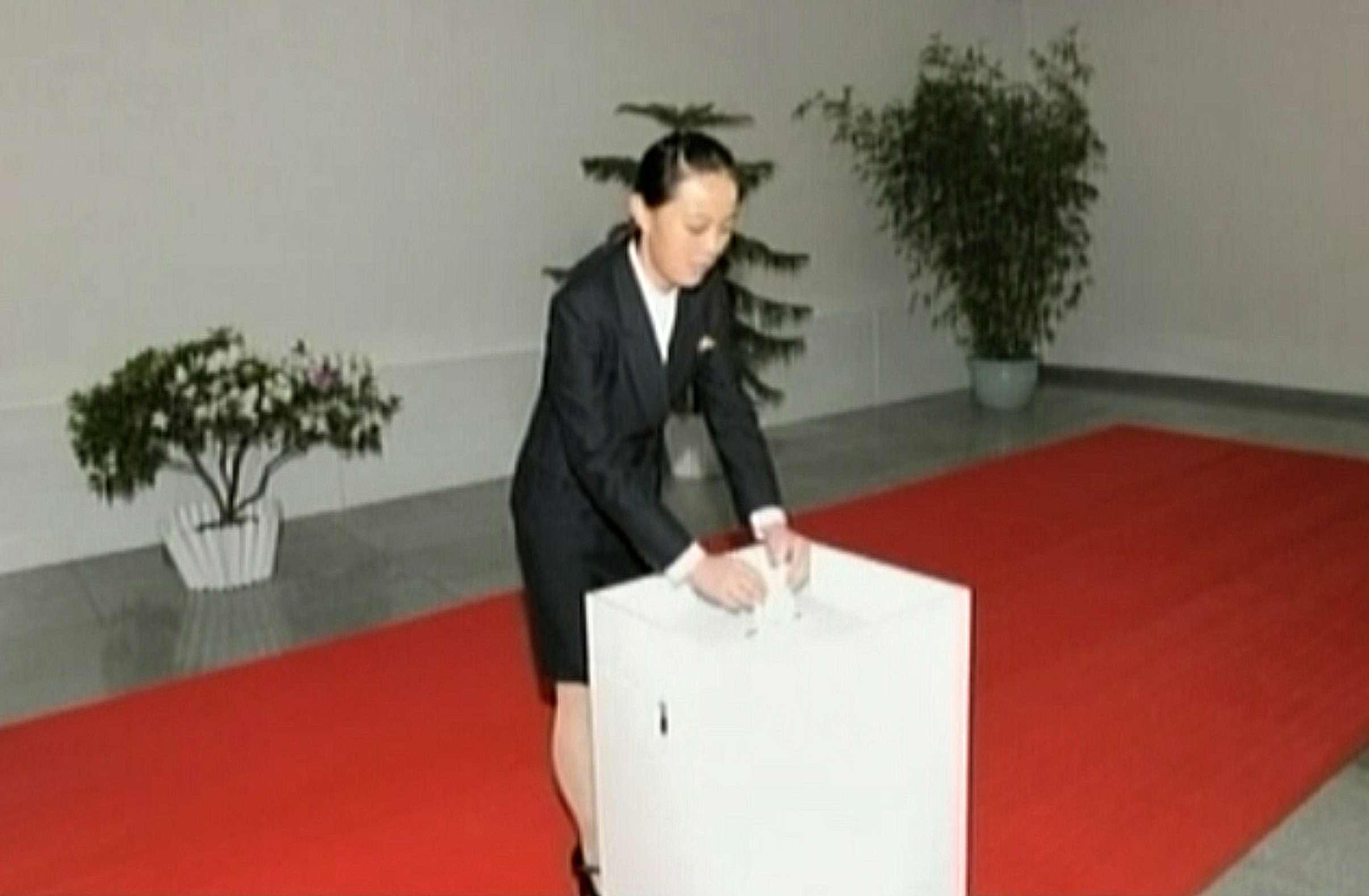 Kim Yo-jong aparece bastante, mas, até hoje, não era sabido qual seu cargo no governo realmente Foto: AFP