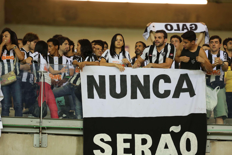 """Atleticanos provocam cruzeirenses: """"nunca serão"""" Foto: Cristiane Mattos/Futura Press"""
