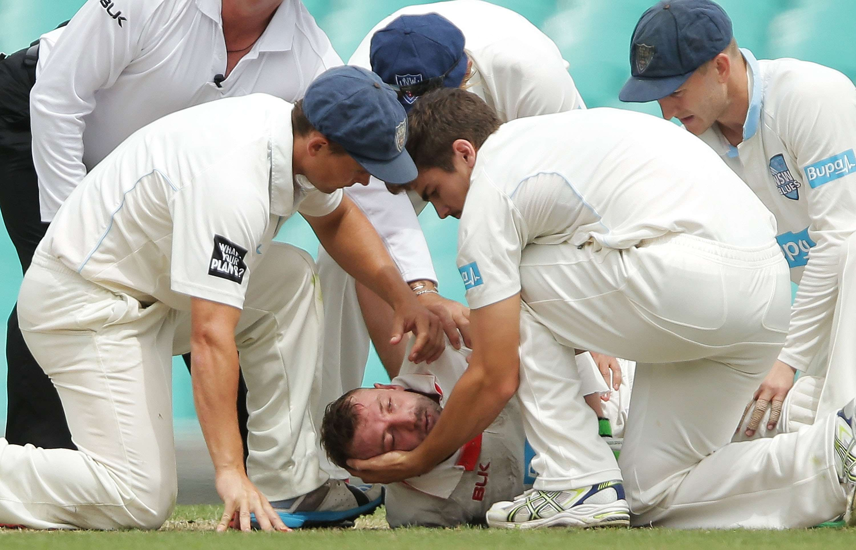 Phillip Hughes al sufrir un terrible golpe en la cabeza. Foto: Getty Images
