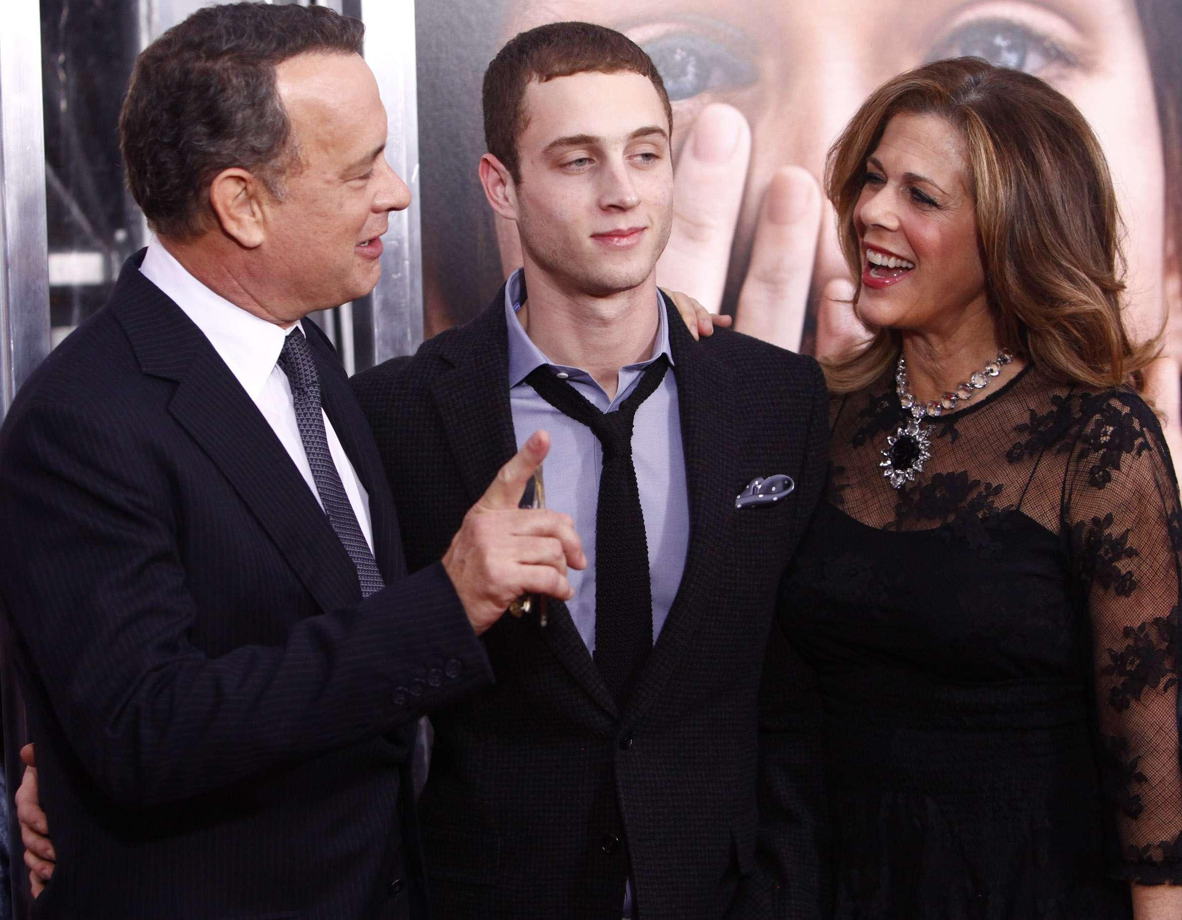 Tom Hanks, Chester y Rita Wilson. Foto: AP en español