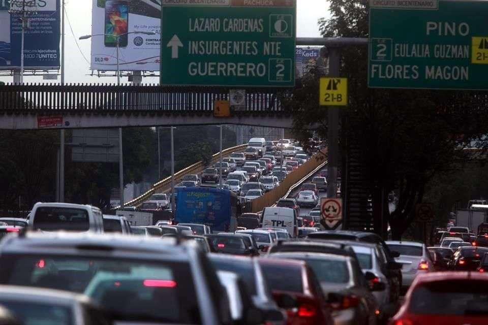 Toma tus precauciones y evitar el tránsito en tu traslado. Foto: Reforma