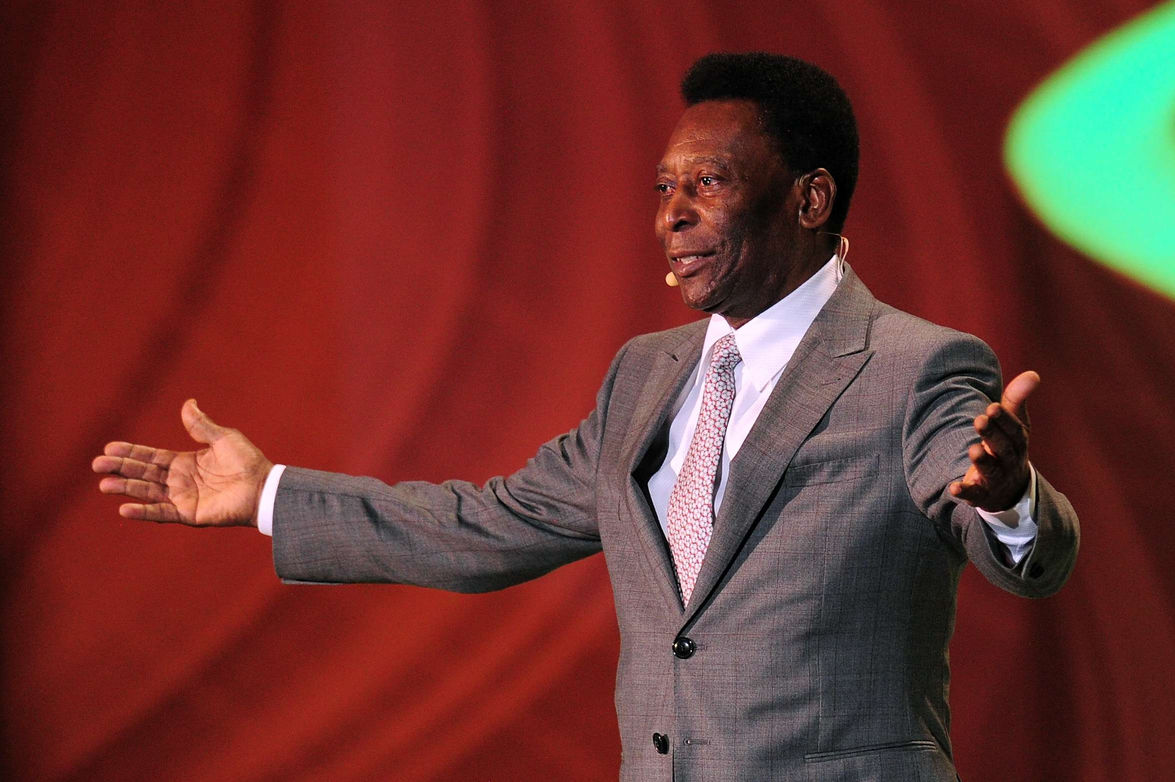 2013 - Pelé participa do sorteio da Copa do Mundo de 2014 Foto: Shaun Botterill/Getty Images