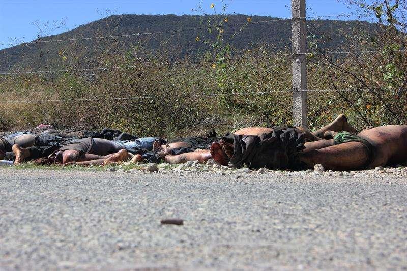 Lugar donde fueron encontrados los cuerpos decapitados y con signos de calcinación de 11 jóvenes en un camino entre los poblados de Chilapa de Álvarez y Ayahualulco, en el sureño estado de Guerrero (México) Foto: Efe
