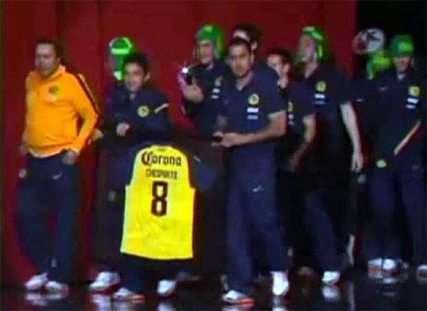 El Club América en un homenaje que le rindió a Roberto Gómez Bolaños. Foto: Tomado de video