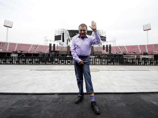 El animador Mario Kreutzberger visitó el escenario que se instaló en el Estadio Nacional para el show de clausura de la Teletón. Foto: Agencia UNO