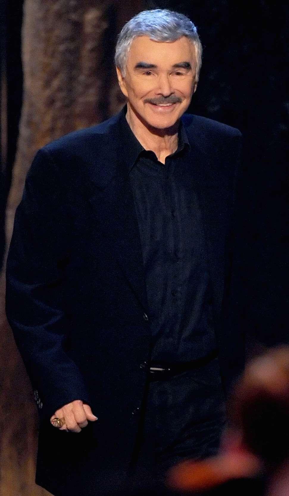 Burt Reynolds da clases de actuación en Florida, escribe un libro y actúa en pequeños papeles en distintas películas. Foto: Getty Images
