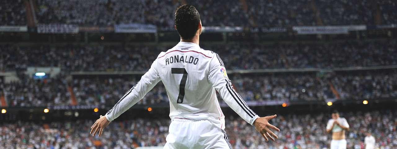 Cristiano Ronaldo va por la marca de Messi. Foto: Getty Images