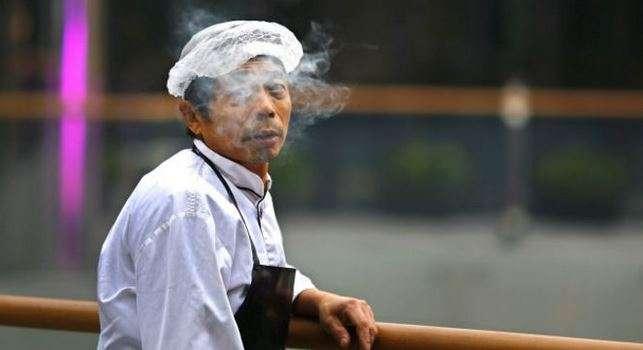 Pekín limitará la publicidad del tabaco con el objetivo de reducir el número de fumadores. Foto: Reuters en español