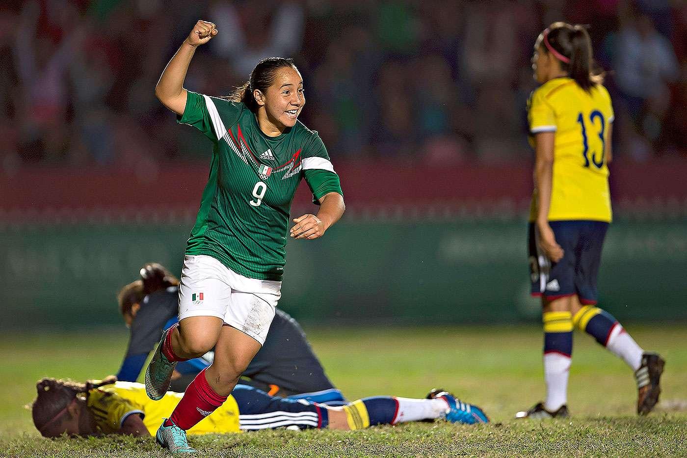 Charlyn Corral celebra su gol ante Colombia en la final del futbol femenino de los Juegos Centroamericanos y del Caribe 2014. Foto: Mexsport