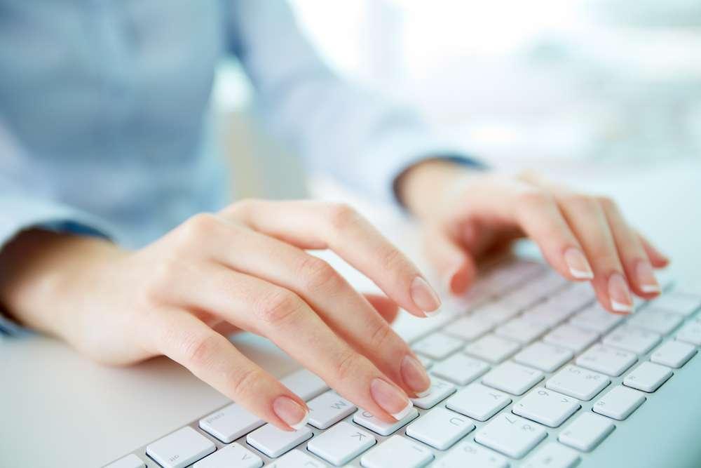 Teclado: venda de diferentes tipos de teclado, tanto para música quanto para computador Foto: Pressmaster/Shutterstock