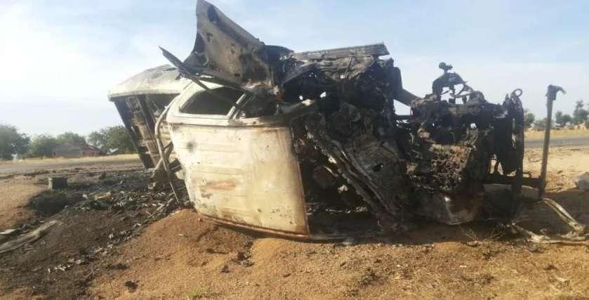 O grupo destruiu veículos na cidade, além de atacar a cimenteira Foto: Twitter