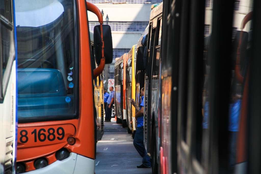 São Paulo, 20/5 - Greve de motoristas e cobradores deixou ônibus fora de operação no Largo do Paissandu, no centro da cidade Foto: Fábio Sim/vc repórter
