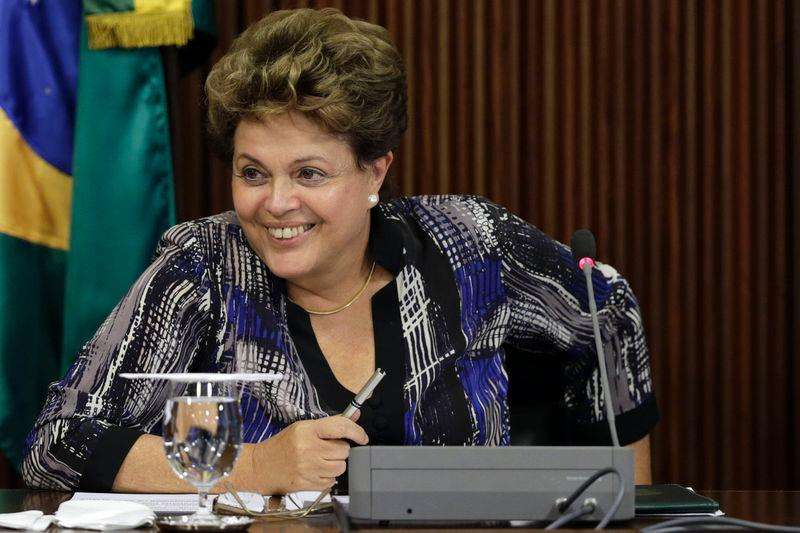 Presidente Dilma Rousseff sorri durante reunião com líderes de partidos da base aliada no Congresso, em Brasília. 1/12/2014. Foto: Ueslei Marcelino/Reuters