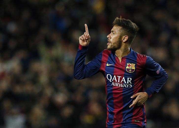 Neymar comemora gol marcado contra o Paris St Germain pela Liga dos Campeões. 10/11/2014 Foto: Albert Gea/Reuters
